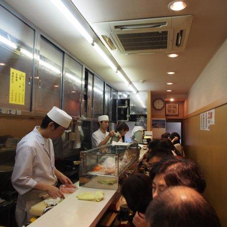 Tsukiji Fish Market in Tokyo [Closed]