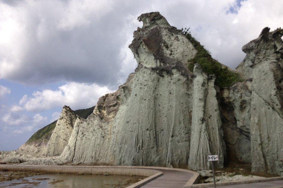 Hotokeguara, the Buddha Rock