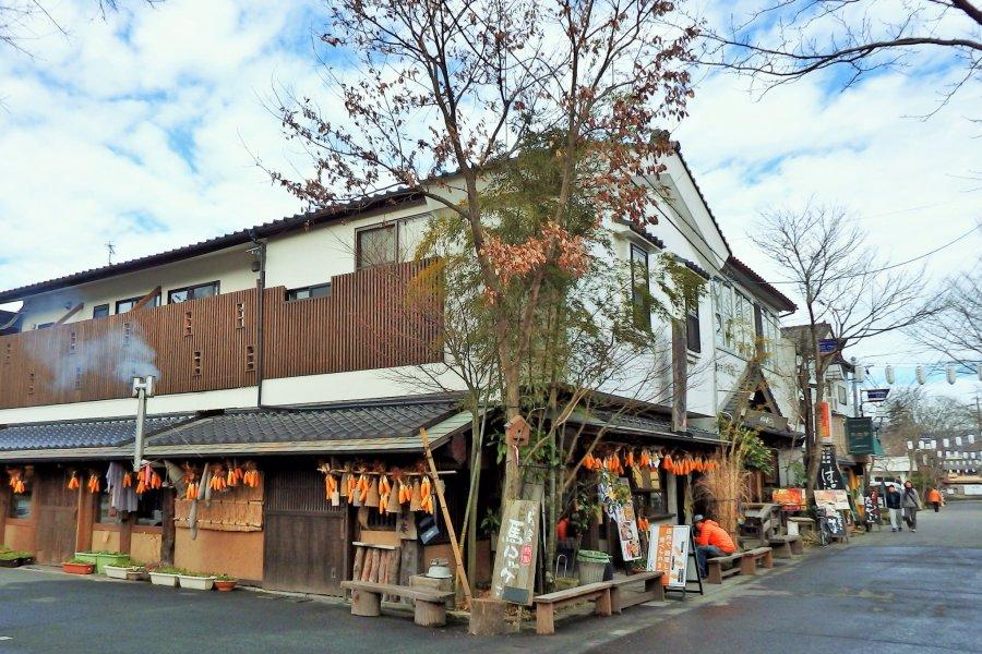 Aso Shrine's Monzen Shopping Street