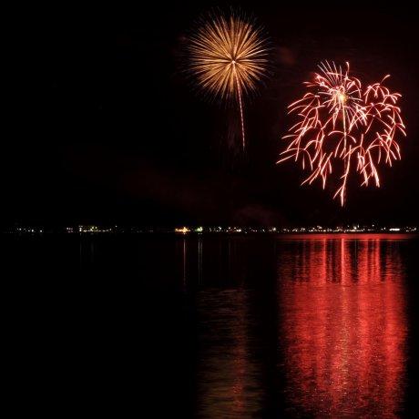 Lake Yamanaka Fireworks Festival