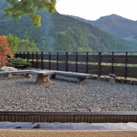 Shikoku's Hotel Kazurabashi