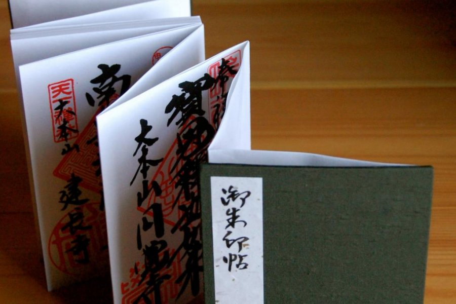Kamakura Enshrined in Red Ink