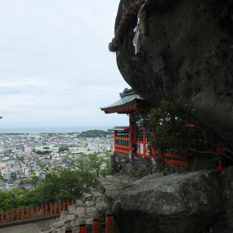The Holy Rock Gotobiki Iwa, Shingu