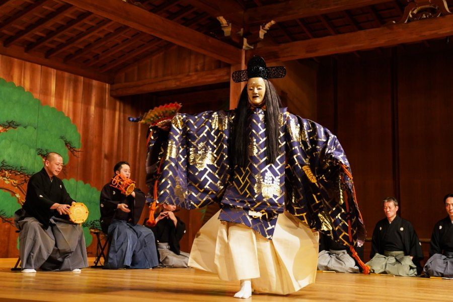 An Introduction to the World of Noh