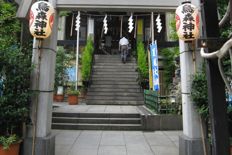 Karasumori Shrine in Shimbashi